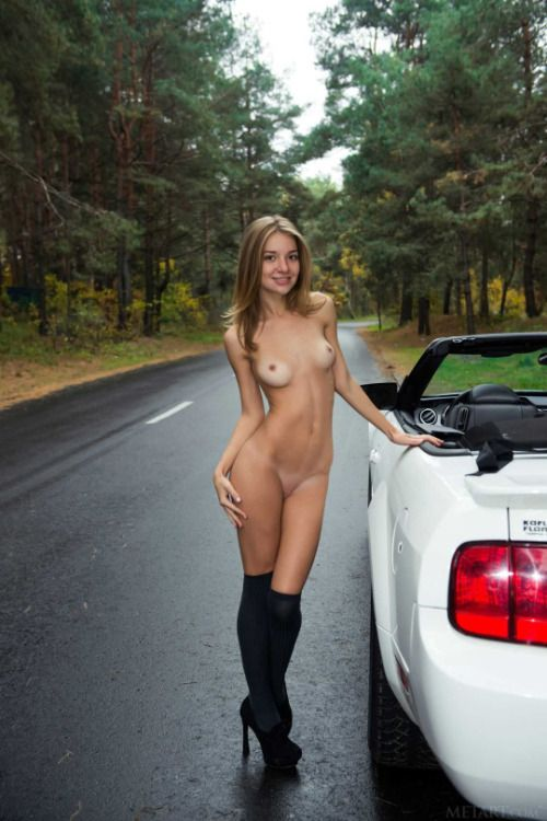 Sexy girls nudeand cars
