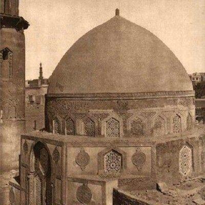 قبة حسن صدقة 715 هجرية 1315م تقع هذه القبة بشارع السيوفية وكانت ضمن المدرسة السعدية التى أنشأها الأمير شمس ا Old Egypt Islamic Pictures Islamic Architecture