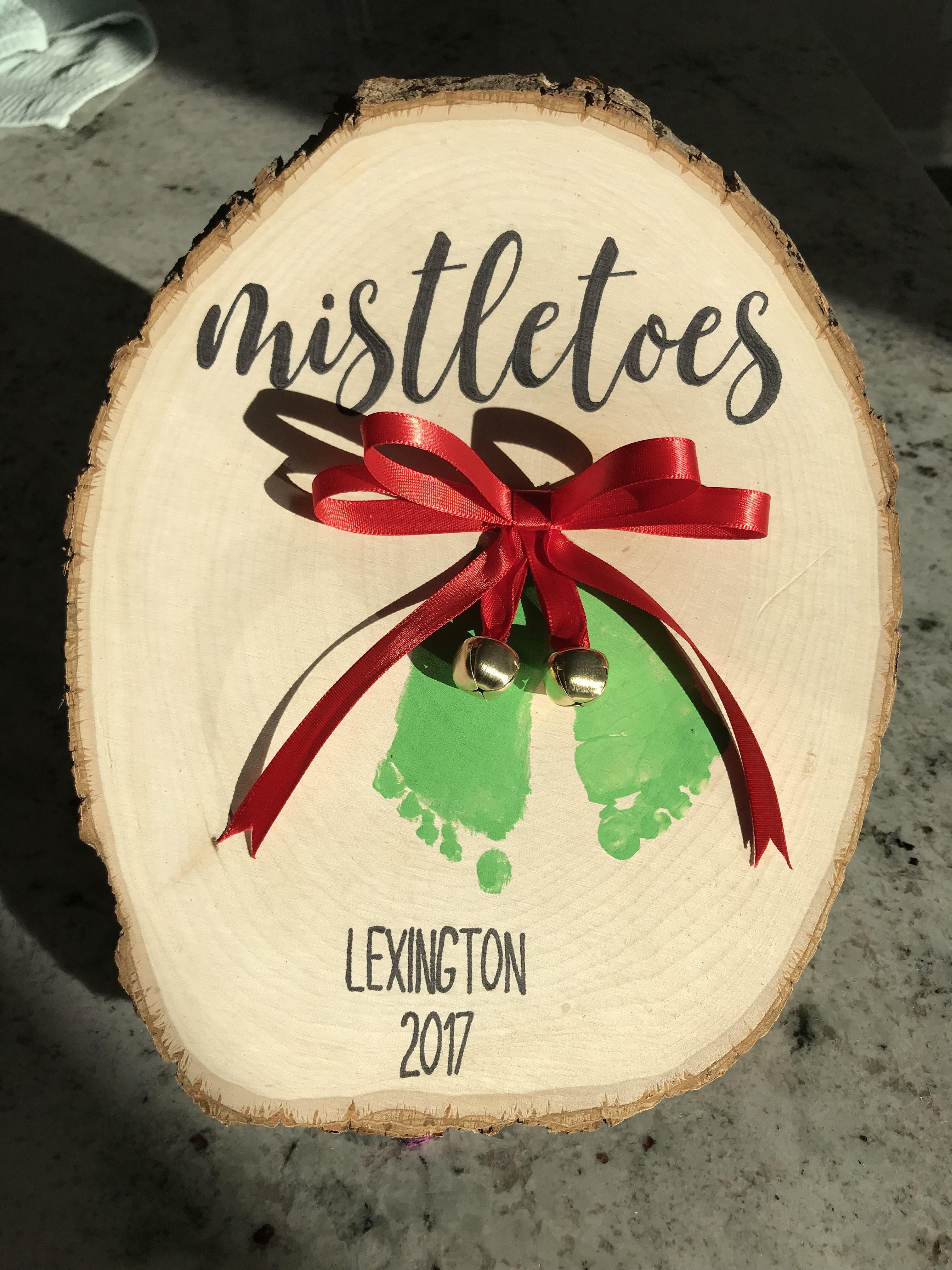 Mistletoes! Christmas footprint keepsake craft #mistletoesfootprintcraft