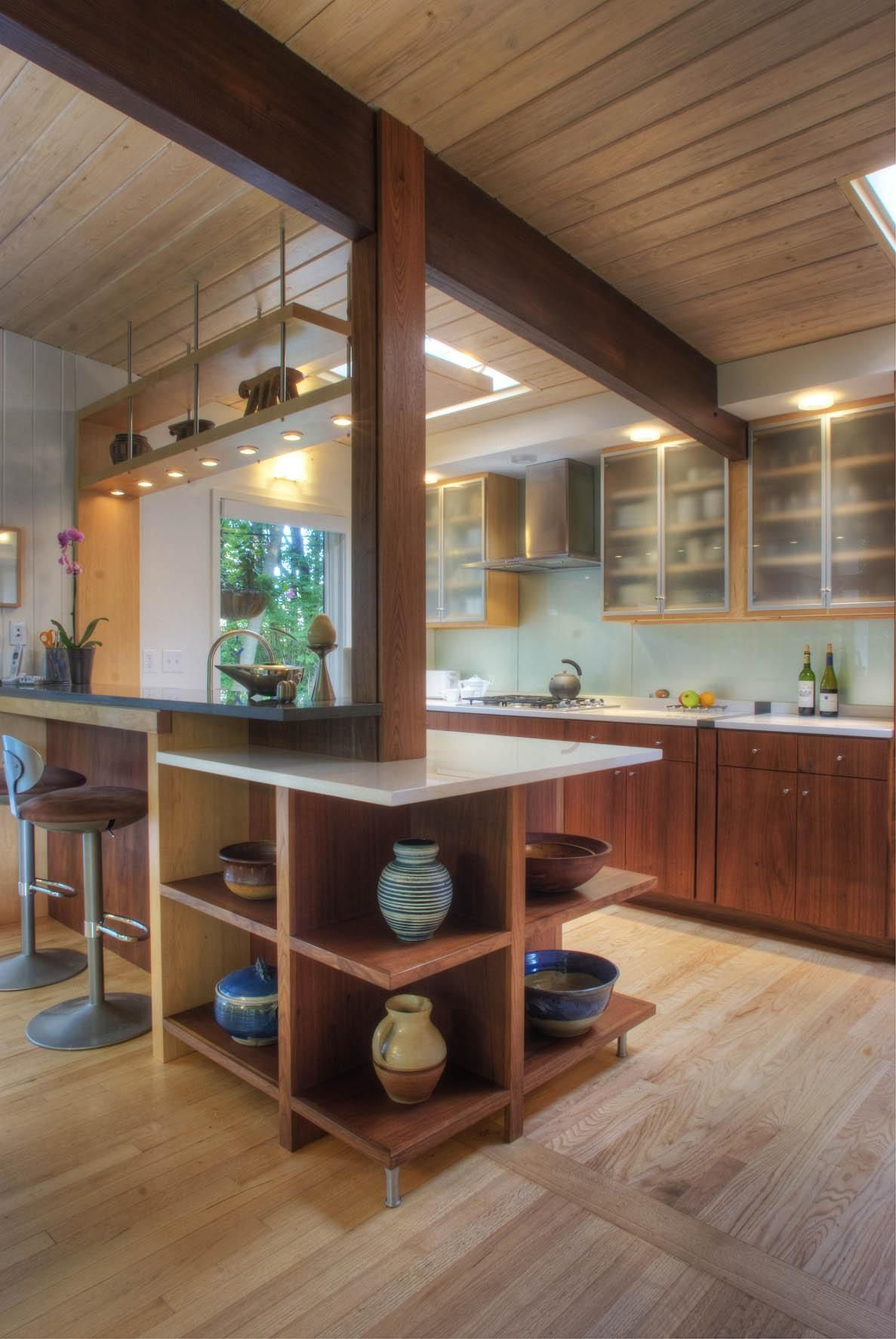 Charming Mid Century Kitchen Designs That Will Take You Back To The Vintage Mid Century Modern Kitchen Design Mid Century Modern Kitchen Modern Kitchen Design