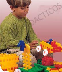 Caracterizado por su versatilidad y facilidad de ensamblaje. Plástico de gran resistencia. Aporta divertidos ejercicios de construcciones y guía didáctica. #juguetes #Infantil #juegos #JuguetesDidacticos #Construcciones http://www.multididacticos.com