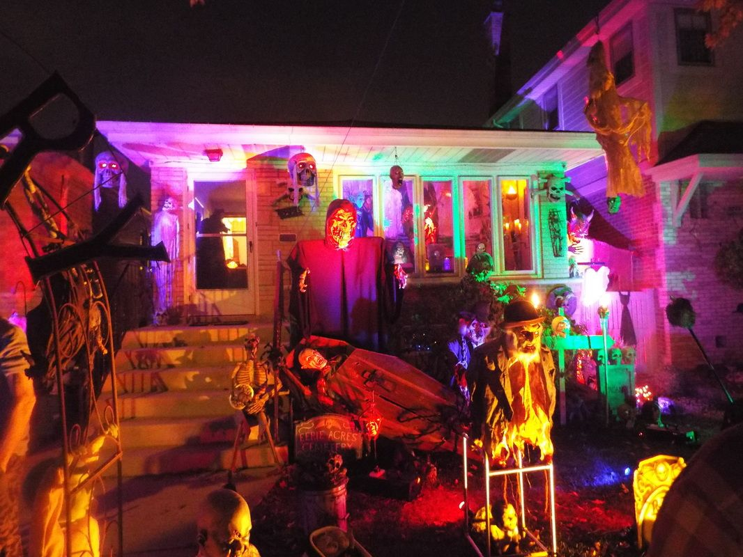 Photo+of+Eerie+Acres+by+anonymous Houses Decorated for Halloween - halloween houses decorated