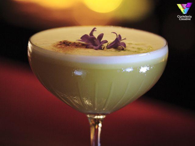 Zacapa Rum Room by Alfredo Pernía de Solange Cocktails & Luxury Spirits (en Barcelona, España) con ron Zacapa 23, sirope de vainilla, puré de maracuyá, zumo de piña, de lima, clara de huevo.