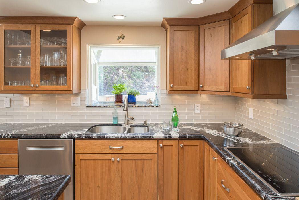 John DeLuca designed this kitchen in Ramona, California ...