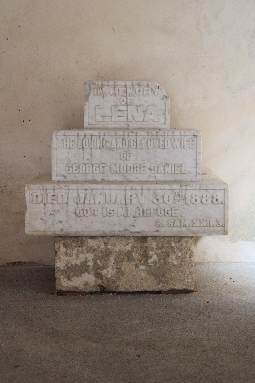 iglesia inacabada del Hospital de la Divina Providencia, en El Puerto de Santa María, segunda de las lápidas expuestas