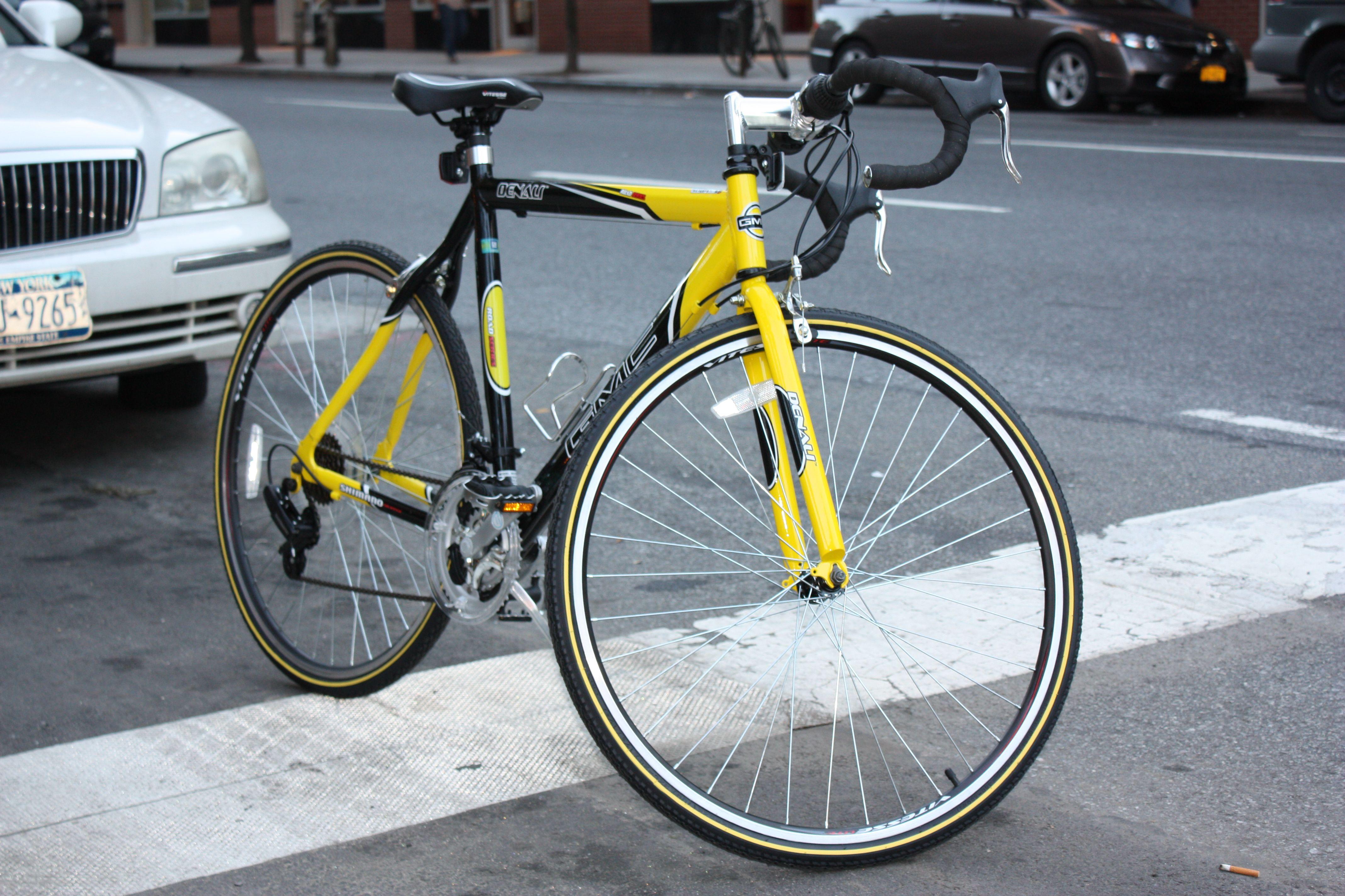Gmc Denali Men S Road Bike Is Built Around A Lightweight