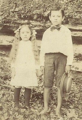 CABINET PHOTO ADORABLE LITTLE VICTORIAN CHILDREN BROTHER & SISTER OUTSIDE