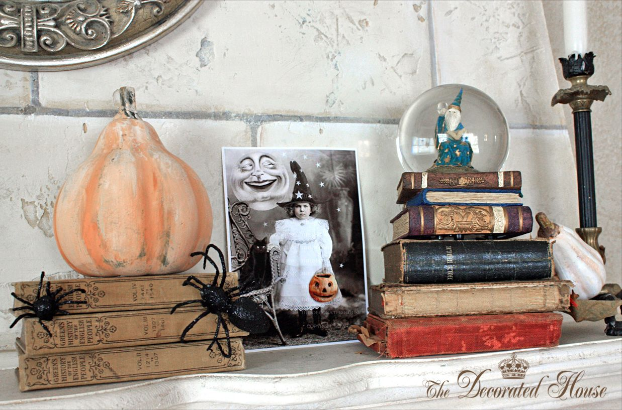 I'm liking this mantel for next Halloween
