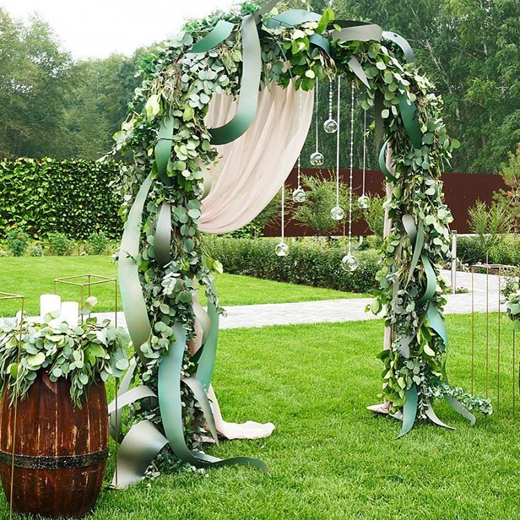 Country Wedding Altar Ideas: I Love That They Used Ribbon In This
