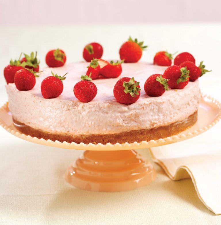 Muito refrescante este cheesecake de verão. Uns bons morangos fazem maravilhas num doce