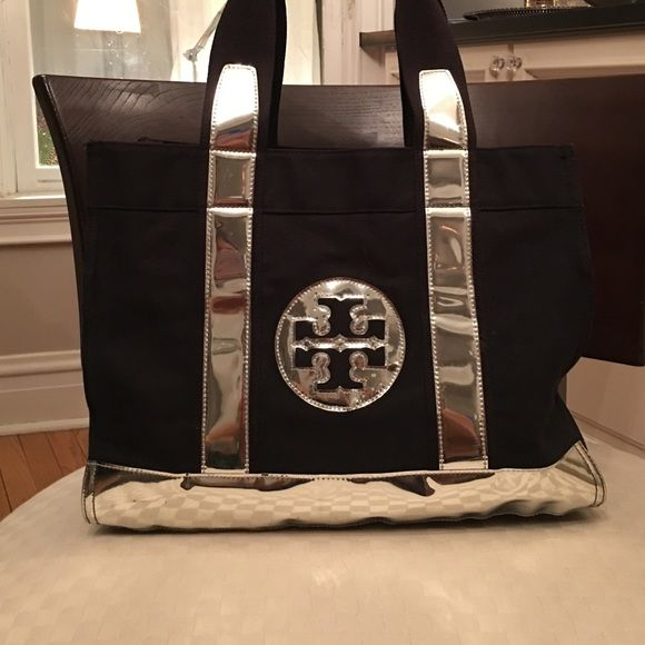 8461bc164a0 Tory Burch Tory Bag Excellent condition! Works great as a beach pool bag.  Dimensions  Width 16.0
