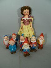 "Vintage Snow White 22"" doll with 7 dwarfs rubber vinyl Walt DISNEY original box.."
