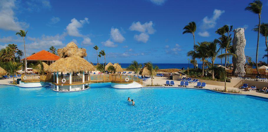 Piscina del hotel Barceló Punta Cana :: Dolphin Island, Casino, ATV Tour, Excursions
