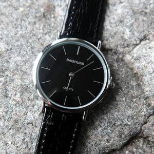 นาฬิกาข้อมือสีดำแบรน์ Quartz นาฬิกา  เรียบง่าย  ดีไซน์เท่ on 500Trends.