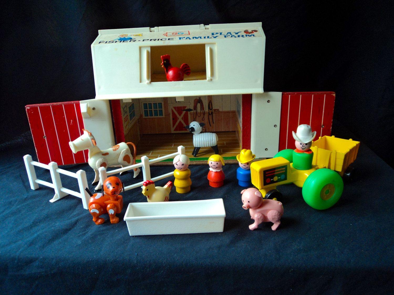 Vintage Fisher Price 915 Play Family Farm Cow Farmer Pig