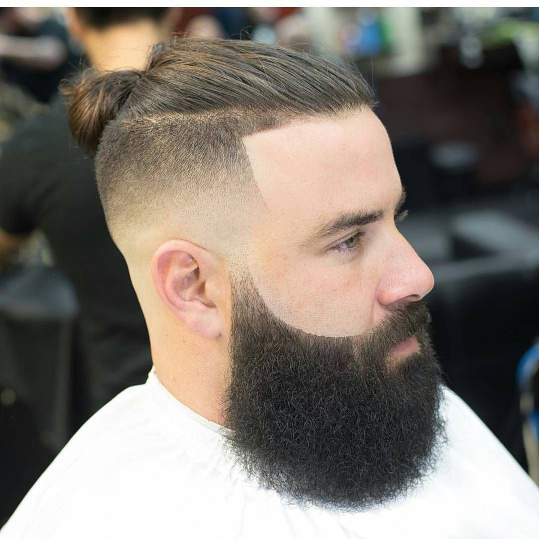 2017 Man Bun Bun Hairtsyles Hair Styles With Beard Beard With Hairstyles Bun With Beard Styles Bes Coupe Cheveux Homme Cheveux Masculins Coupe De Cheveux
