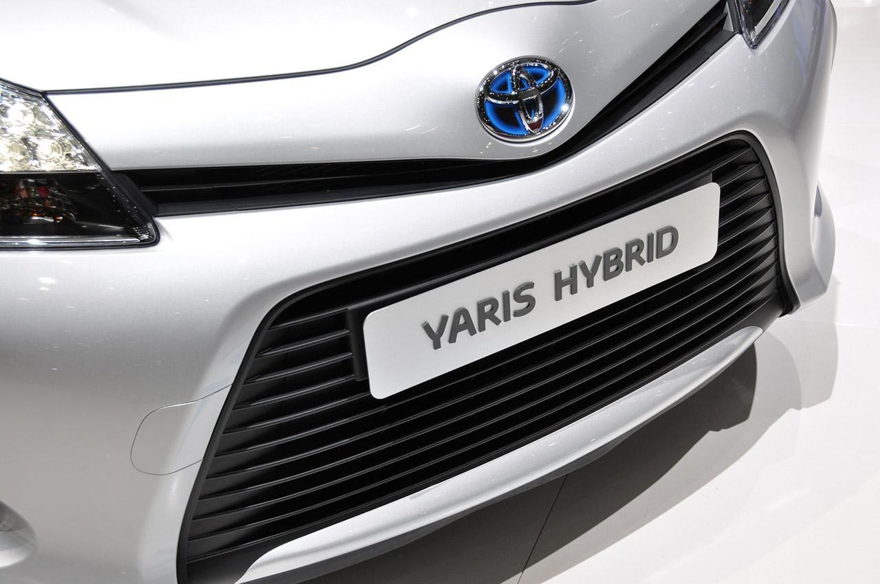 Toyota Yaris Hybrid 2012–года