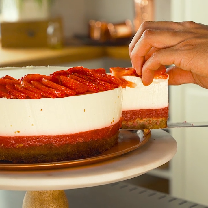 Low carb strawberry cake