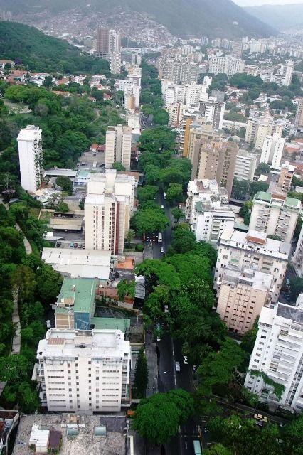 Avenida José Antonio Páez. Fotógrafo: Nicola Rocco. 2004