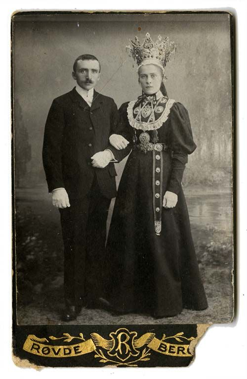 Norwegian Hardanger bridal couple