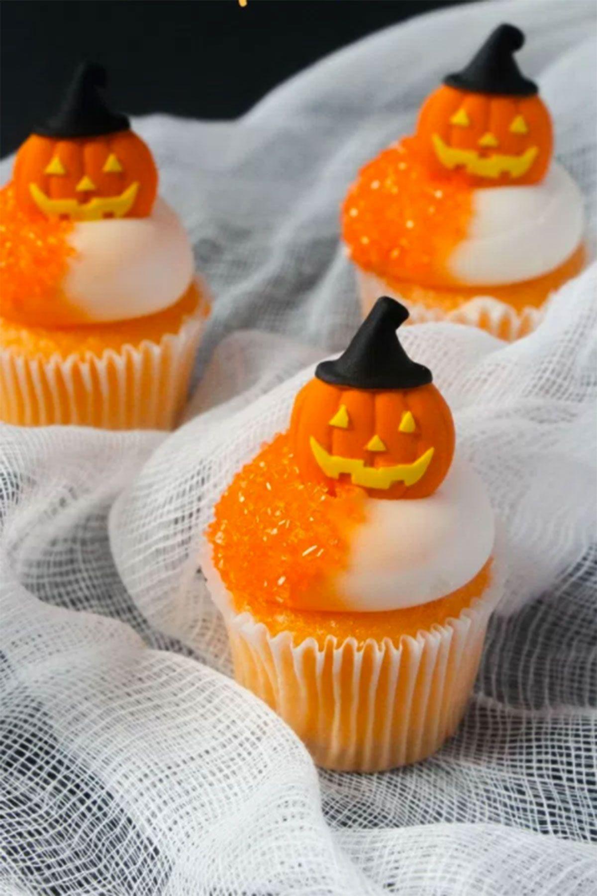 30 spooktacular halloween cupcakes minis halloween for Halloween mini cupcake decorating ideas