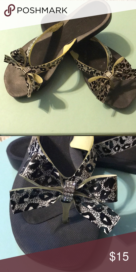 62846db8f1c4 Guess Tutu flip flops (ALMOST NEVER WORN) PERFECT for vacation when you  want to
