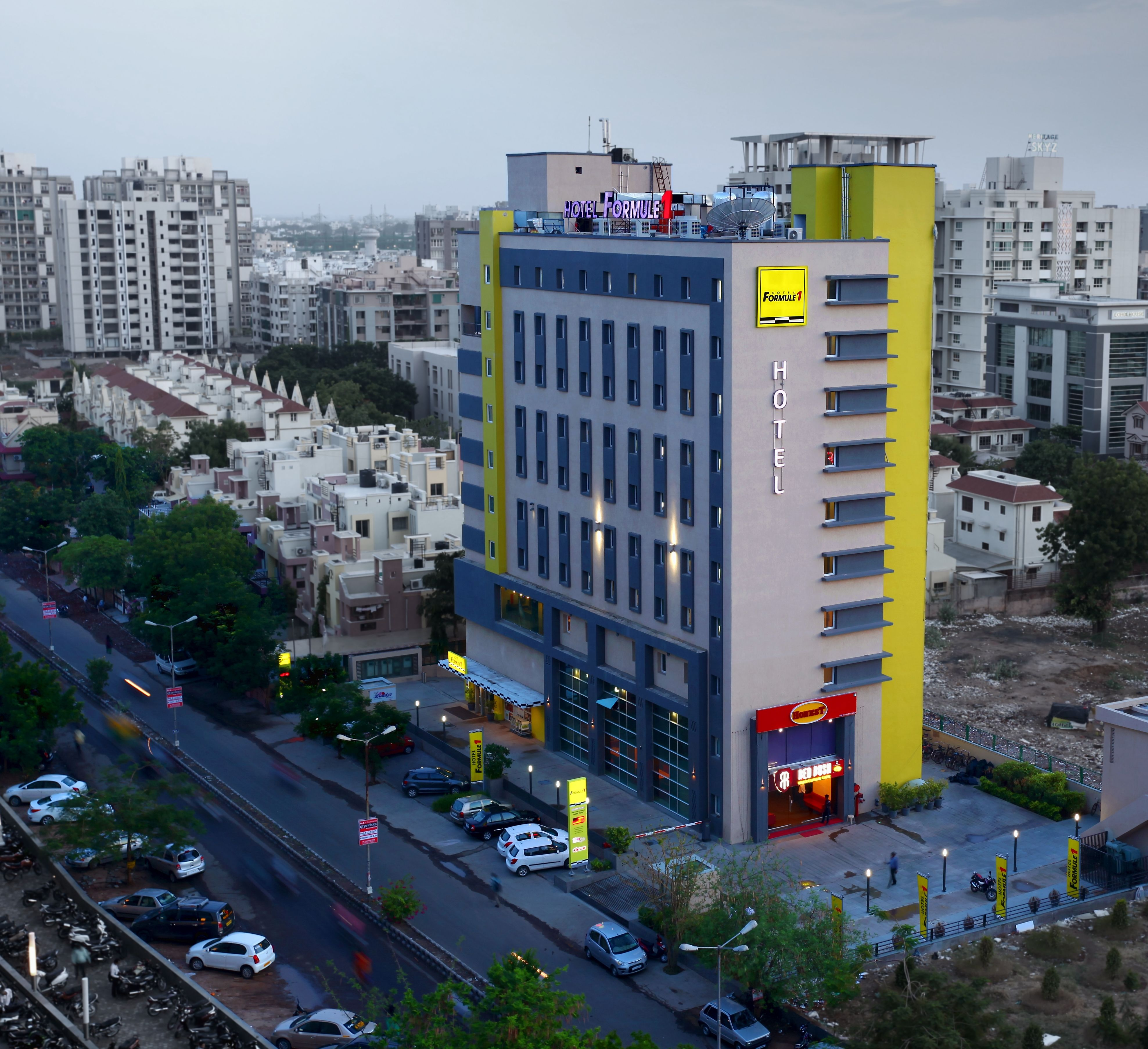Hotel Formule1 Ahmedabad great location and value for