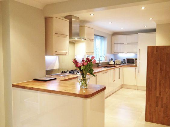 Cream Units Oak Worktops Cream Gloss Kitchen Kitchen Worktop Home Decor Kitchen