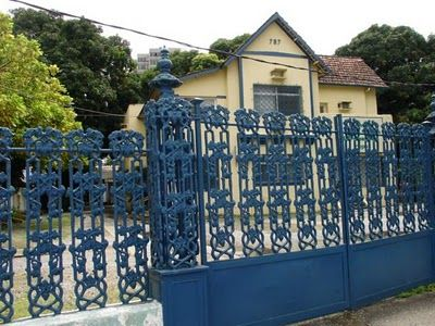 Portão na Avenida Rosa e Silva.