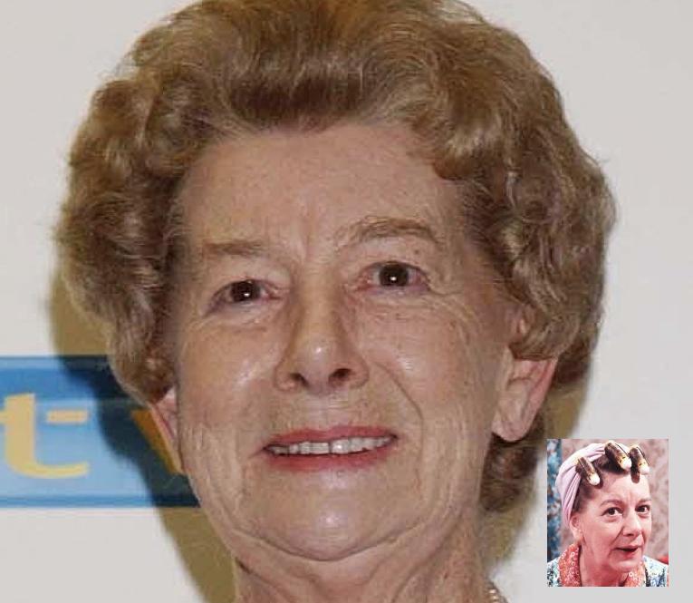 † Jean Alexander (90) 14-10-2016 De Engelse actrice Jean Alexander is vrijdag op negentigjarige leeftijd in Southport overleden. Bij de televisiekijkers was ze voor alles bekend als de scherp van de tongriem gesneden Hilda Ogden uit de tv-serie Coronation Street. https://youtu.be/U9F_Sm3LG00