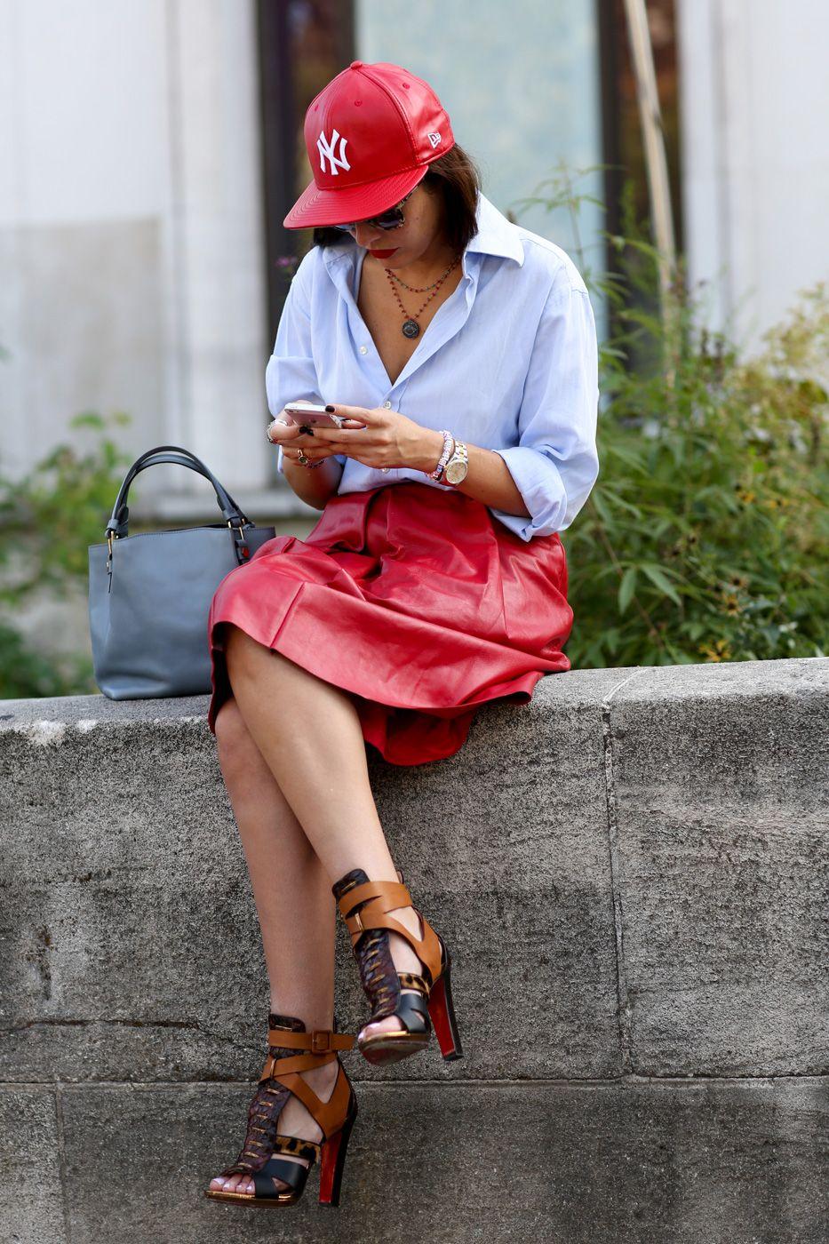 Acessórios inusitados, estampas divertidas, pitadas de estilo esporte-chic e pontos de cores supervibrantes permearam os looks fora das passarelas durante a semana de moda de Paris Verão 2015, que termina nesta quarta-feira (01.10). + Confira os melhores de street style clicados durante a semana de moda de Milão + Revejaos principais desfiles de Verão 2015 direto de Paris Clique na galeria abaixo para ver as melhores produções dos fashionistas até o momento.