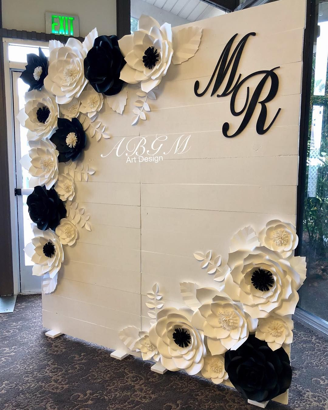 Elegant White Wedding Theme: Elegant Black And White Backdrop #wedding #blackandwhite