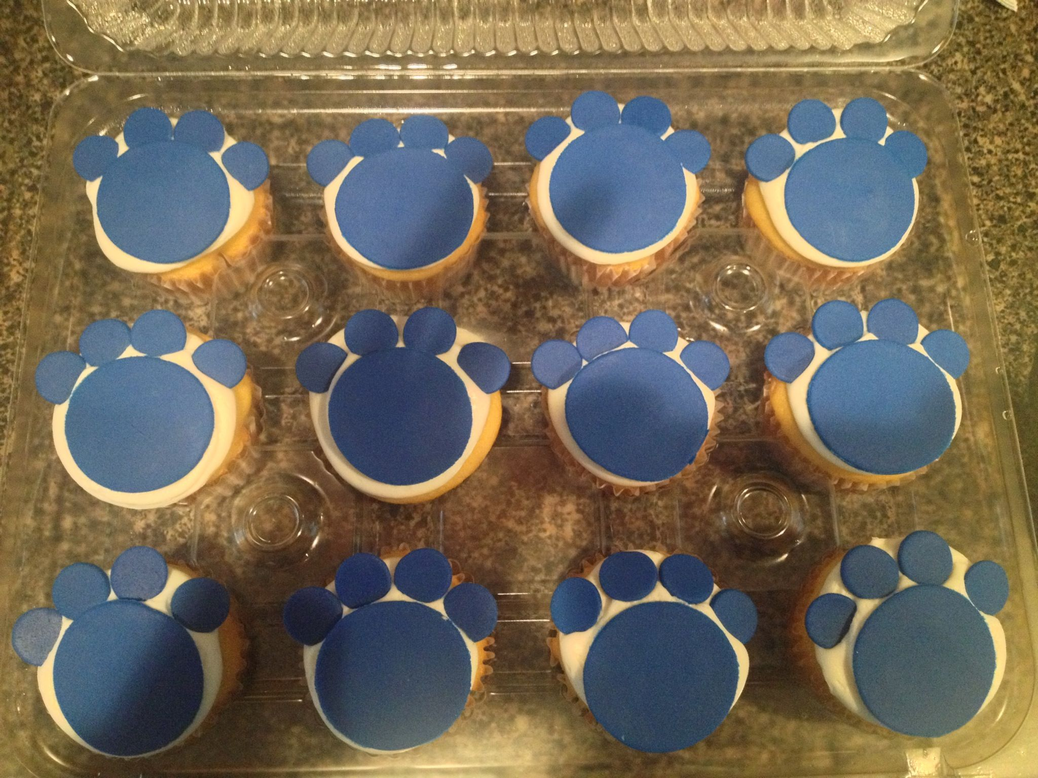 Kentucky wildcats pawprints cupcakes. Made by Tannicakes on FB