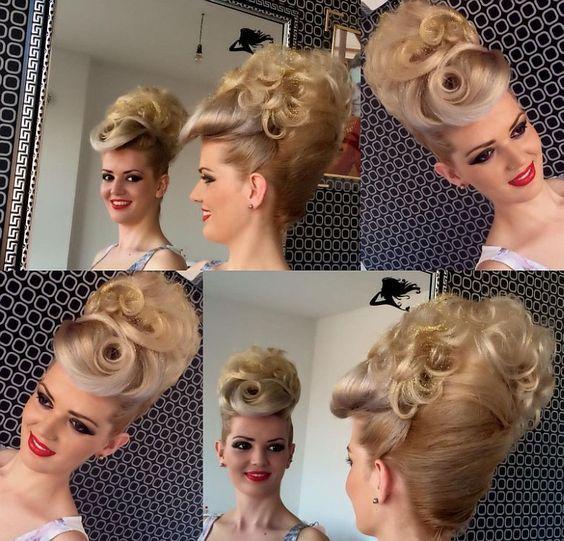 chignon banane meche bouclee | Bridal hair updo, Short ...