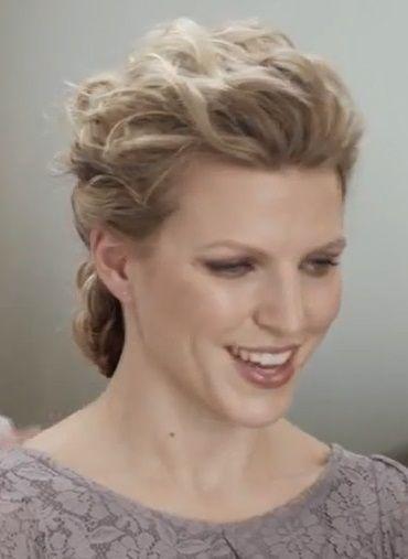 Attacher ses cheveux bouclés mélimélo de torsades et