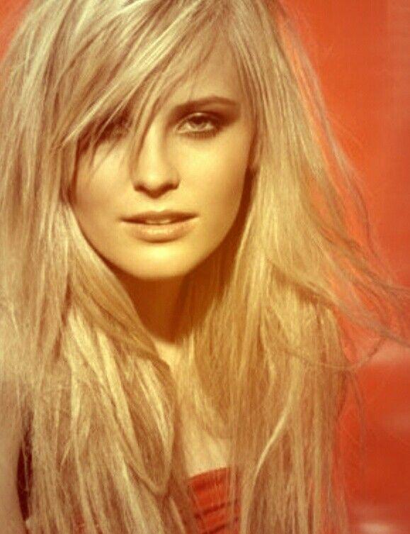 Cheveux long et mèche de côté | Coupe de cheveux, Cheveux long, Coiffure
