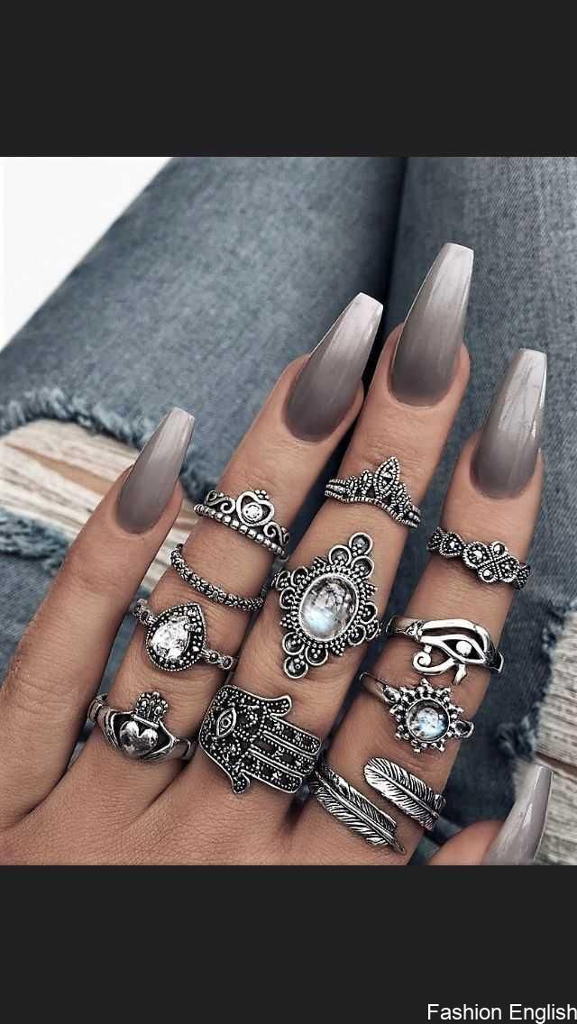 These are beautiful! The rings and nails! For more @harisjenner #aharisjen …