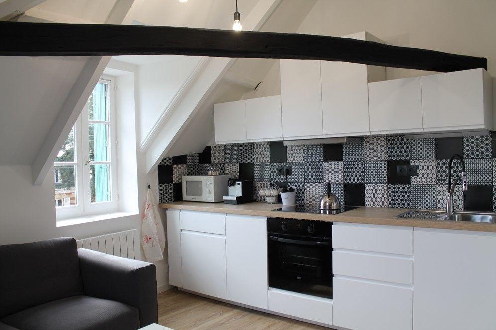 Cuisine noire et blanche ikea plan de travail bois brut et cr dence effet carreaux de ciment - Renovation plan de travail cuisine ...