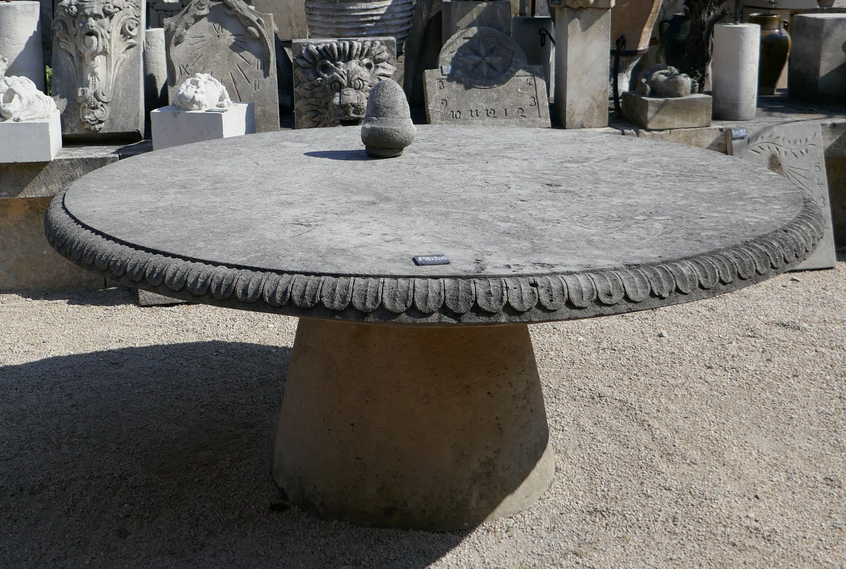 Large Et Robuste Table De Jardin En Pierre De Provence De