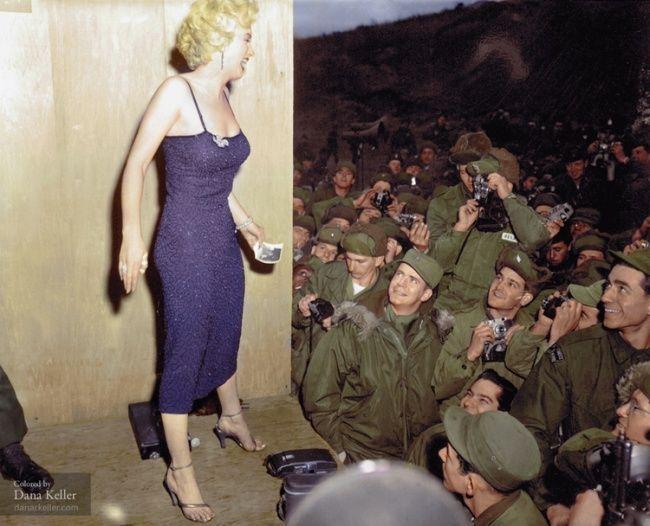 Marilyn Monroe posa para los soldados. Corre el año 1954 (Colorizacion por Diana Keller)