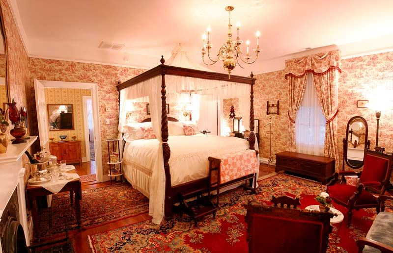 Southern decorating ideas plantation style decorating for Southern style bedroom
