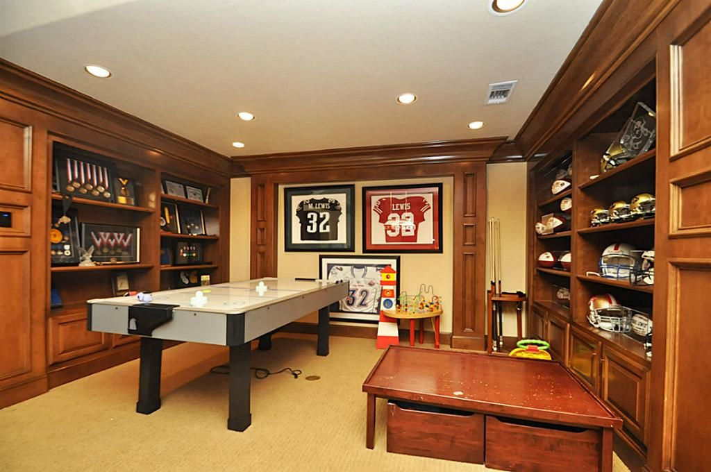 Wow, look at all that sports memorabilia. Katy, TX