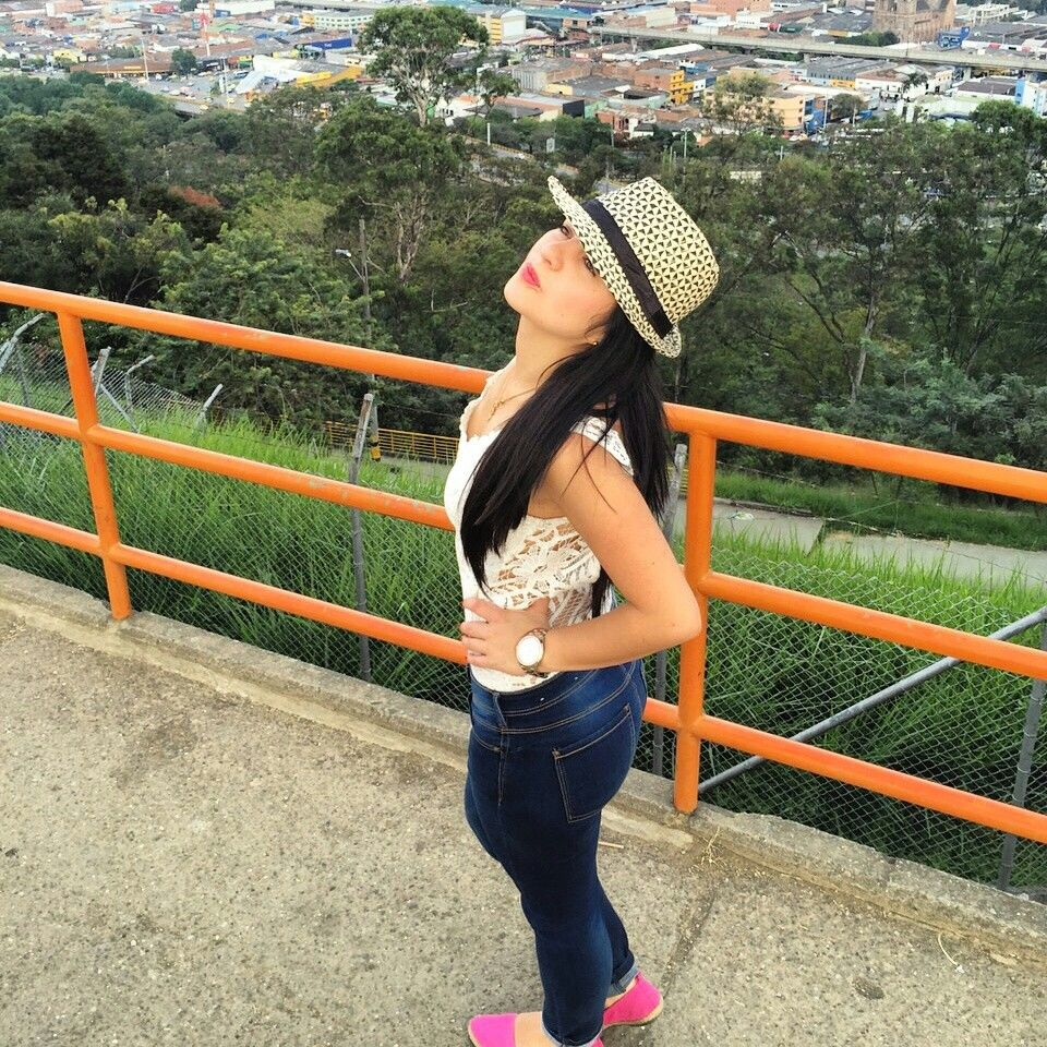 How to dress in medellin colombia