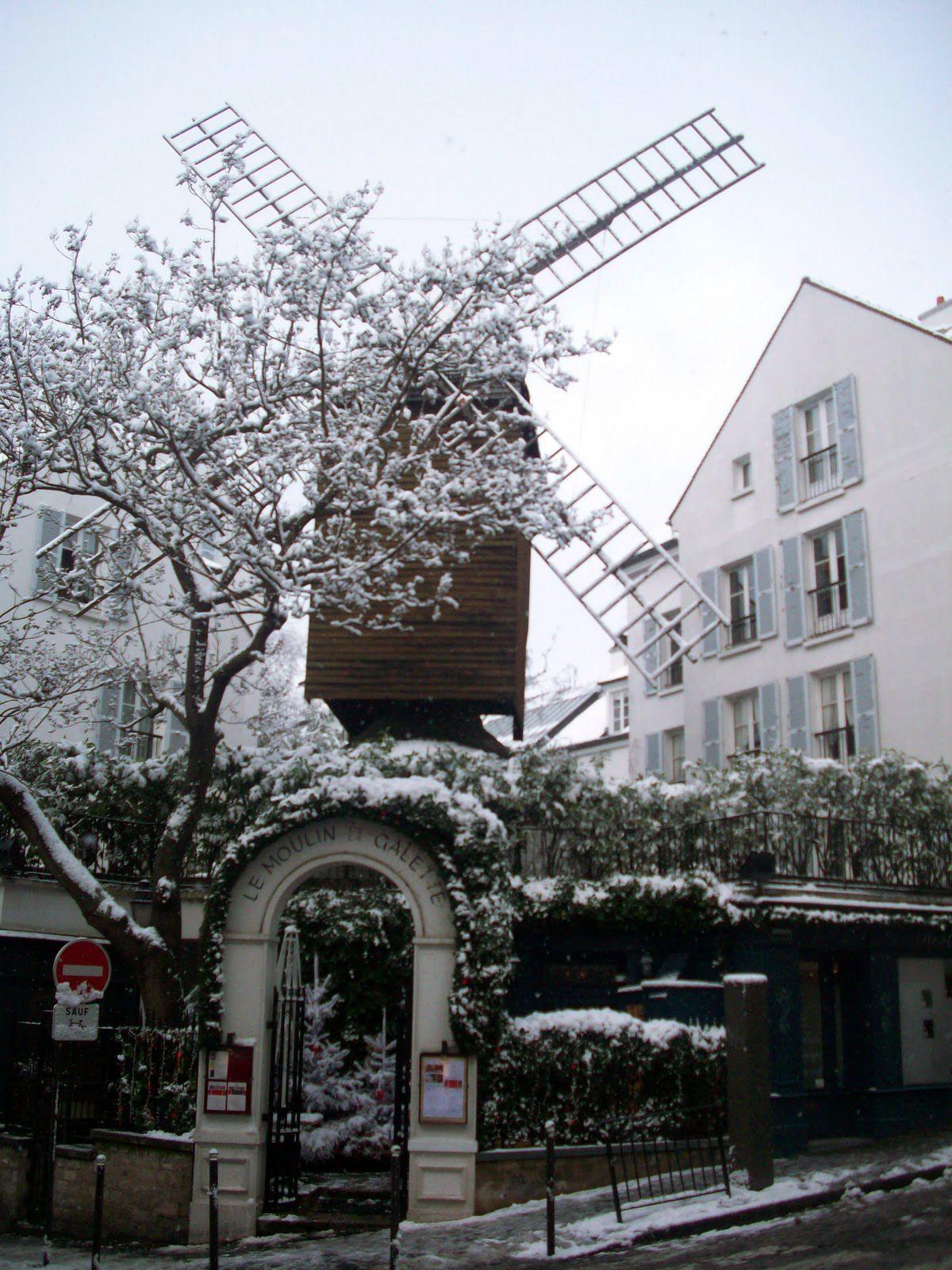 Paris sous la Neige - Montmartre - Le Moulin de la Galette http://clementineetchocolat.com/moulin-de-la-galette/