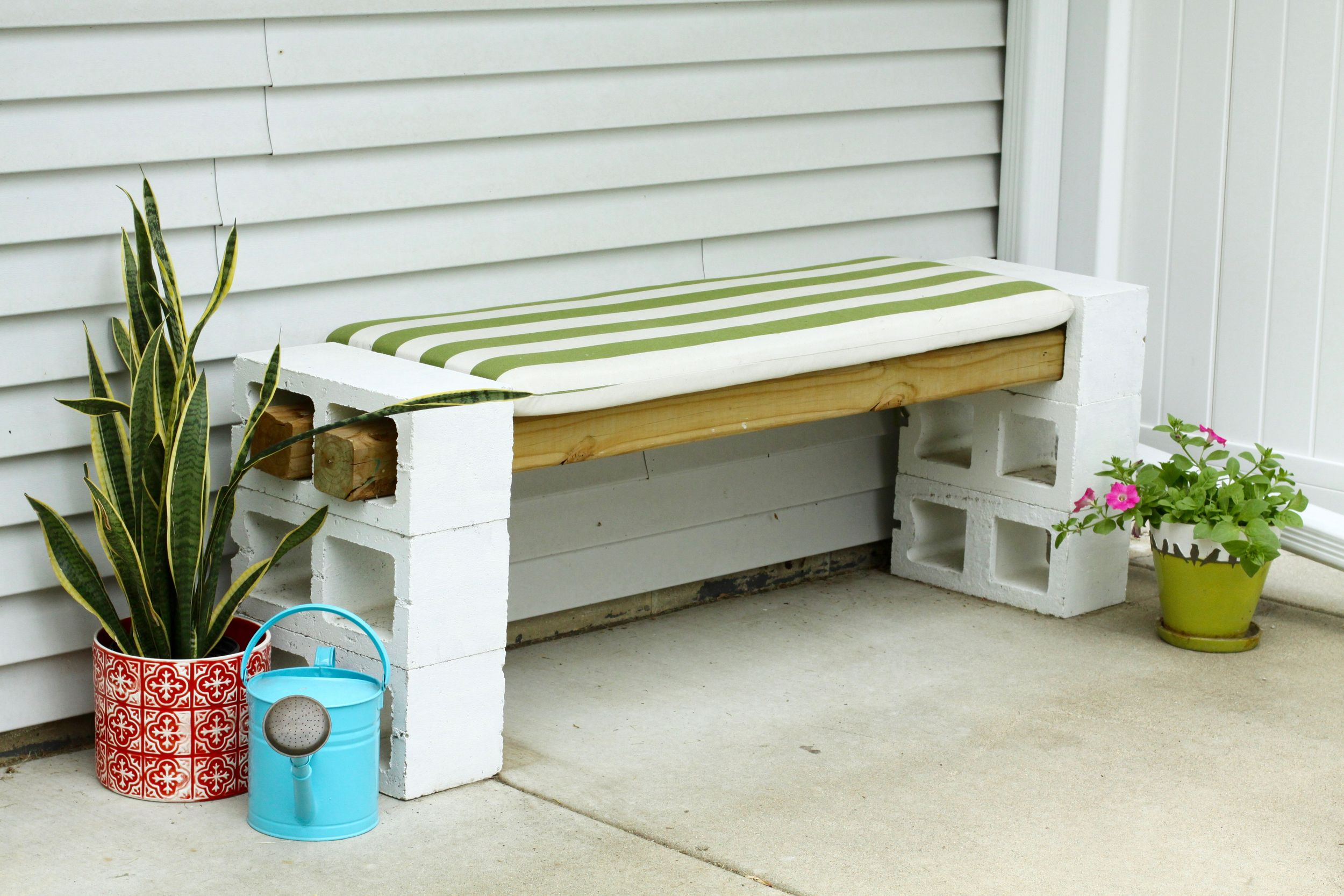 Easy DIY Outdoor Bench (from Cinder Blocks) | Diy bench ... on Simple Cinder Block Fireplace id=95845