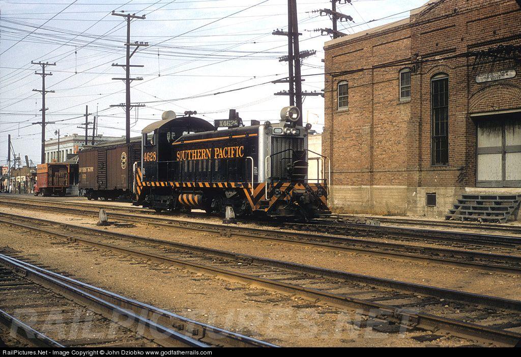 Sp 4628 Southern Pacific Railroad Emd Sw900 At Los Angeles California By John Dziobko Www Godfatherrails Com Union Pacific Railroad Railroad History Pacific