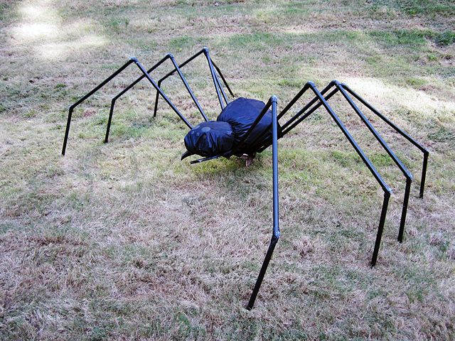 Spooky Halloween projects to decorate your yard-PVC spider