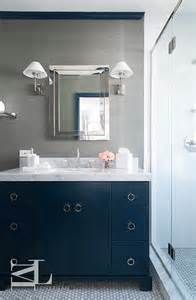 sdb salle de bains salles de bain bleu marine vanit bleue salle de bain en bas petites salles de bain coiffeuse salle de bains salle de bain