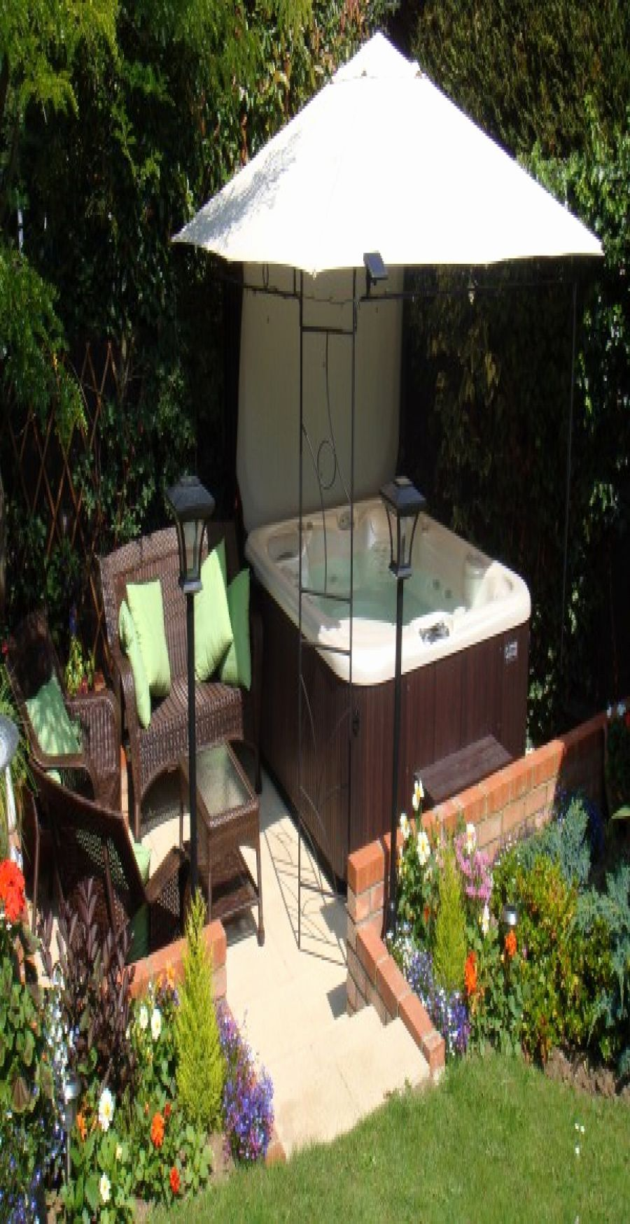 Beautiful Small Garden Ideas with Jacuzzi in 2020 | Hot ...