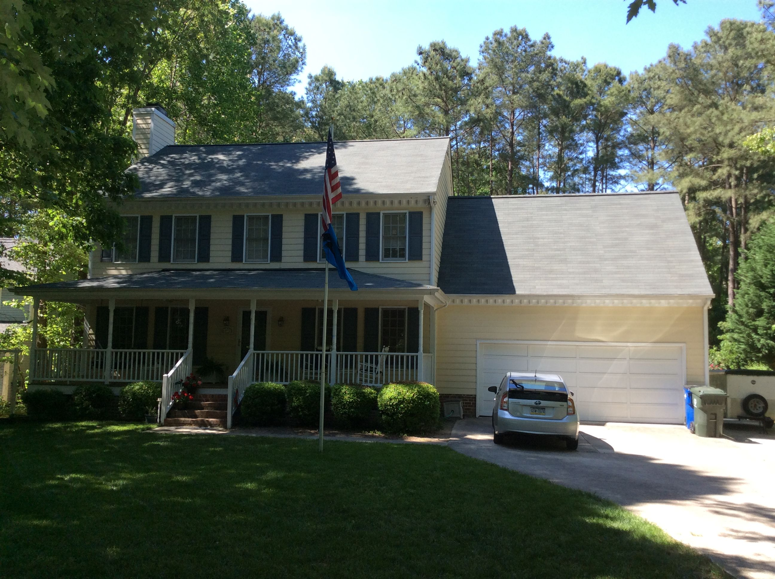 Best Gaf Royal Sovereign Shingles In Oyster Gray Roof 640 x 480